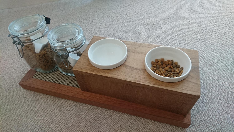 猫用、木製のシンプルなごはん台