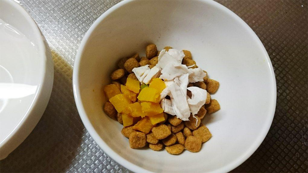 キャットフード(湯がいた南瓜かぼちゃ)